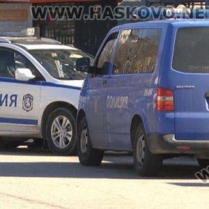 Задържаха двама младежи с наркотици в Хасково