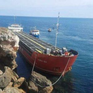 Подготвена е организация за евакуация на екипажа на заседналия кораб