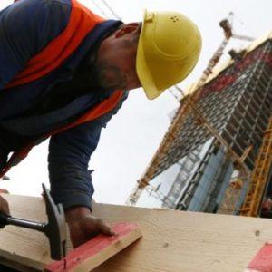 Проверки на строителните фирми на обект и през почивните дни