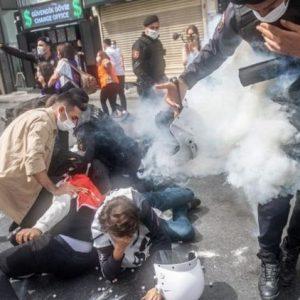 Сблъсъци, арести и ранени на площад Таксим в Истанбул на първомайски демонстрации