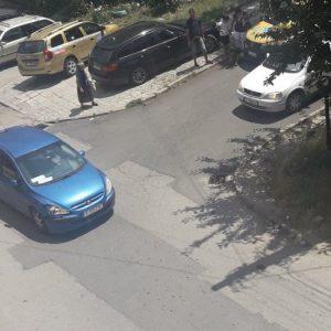 Шофьор с 2,25 промила удари такси в Кърджали, бе отведен от органите на полицията в Районното управление (ВИДЕО+СНИМКИ)