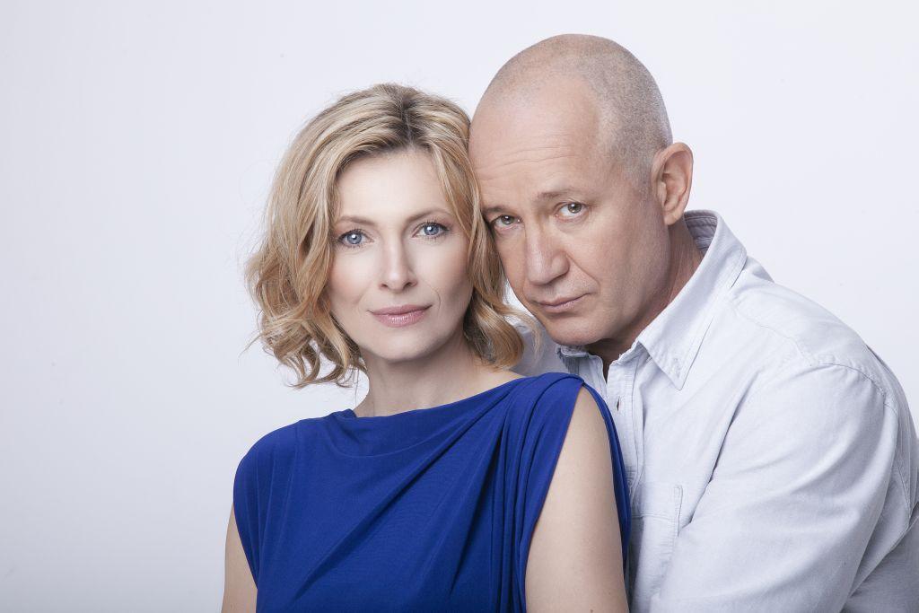 """За 2 години от премиерата на """"Догодина по същото време"""", Христо Шопов и Лилия Маравиля с празнично представление в Кърджали"""