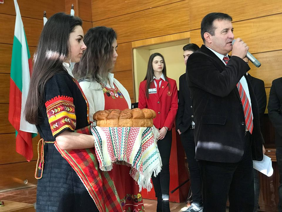 """37 доклада, 17 есета и 31 презентации в Националната историческа конференция в """"Славейков"""""""