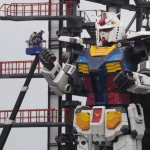 Гигантски робот се движи на пристанището в Йокохама и радва мрежата (видео)