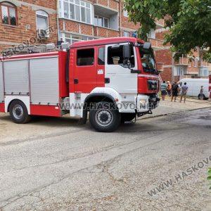 Изгоря покрива на 3-етажна къща в Хасково