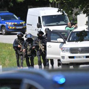 Нападател на френска полицайка заловен след престрелка и мащабна операция