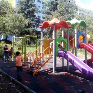 """Новата детска площадка до блок 32-ри във """"Възрожденци"""" се превръща в любимо място за малчуганите"""