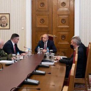 Президентът на среща с генерали за нахлуването на американски военнослужещи в цех
