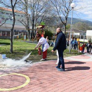 Проведоха учение на децата от детските градини как да реагират при пожар