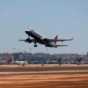 САЩ смекчават препоръките си за пътуване до 110 държави и територии