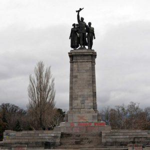 Трайчо Трайков апелира гражданите да избягват Паметника на Съветската армия, защото е опасен
