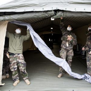 Франция удължи с две седмици националната карантина